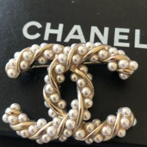 Chanel Authentic Gold Twist Brooch